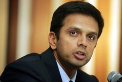 Dravid shares award money with supporting stuff