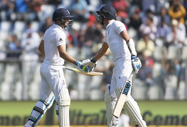 England challenges India with 400 on board as First Inning score
